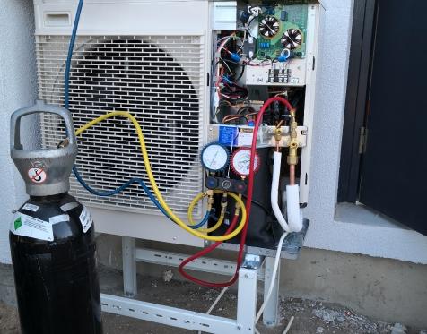 Freoninės magistralės patikra su aukšto slėgio azoto dujomis