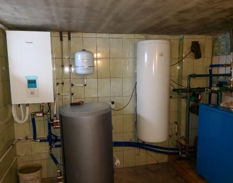 Panasonic Aquarea 12kW T-CAP šilumos siurblys integruotas į kieto kūro šildymo sistemą